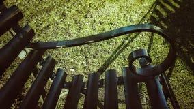 Skuggabakgrund av metallbänken Arkivfoton