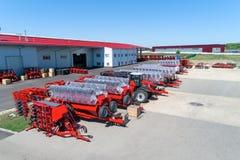 Skuggad jordbruks- utrustning Produkter av det jordbruks- maskineriet för växt för tillverkning av royaltyfri bild