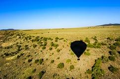 Skuggan av en ballong för varm luft Royaltyfria Bilder