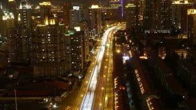 skuggar upptagen stads- trafik för schackningsperiod 4k-Time med att göra strimmig ljus på natten, shanghai lager videofilmer