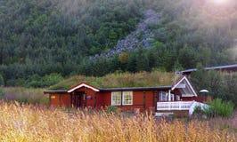 Skuggat hus Norge Lofoten arkivbilder