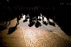 Skuggor av folk i gatan Fotografering för Bildbyråer