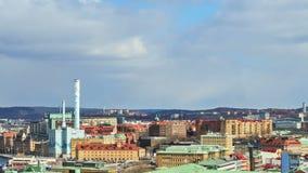 Skuggor av moln som uthärdas av staden. Göteborg svensk stock video
