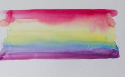 Skuggor av regnbågen med vattenfärgen på vitbok royaltyfria foton