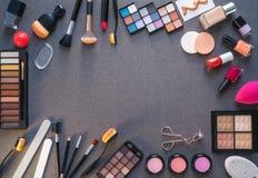 Skuggor för öga för skönhetsmedelmakeupläppstift royaltyfri foto