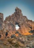 Skuggor i Djupalonssandur solstjärna eller den svarta Lava Pearl Beach på den Snaefellsnes halvön i Island royaltyfri fotografi