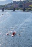 Skuling łódź na rzecznym Arno w Florencja zdjęcie royalty free