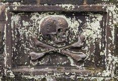 Free Skull And Crossbones Royalty Free Stock Image - 70192686