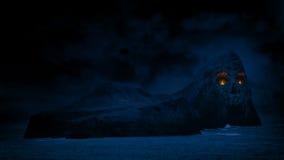 Skull Island avec des yeux du feu banque de vidéos