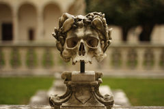 Skull sculpture with crown Stock Photography