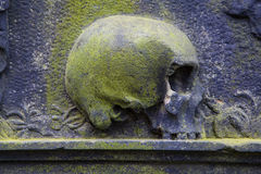 Skull Sculpture on a Grave Royalty Free Stock Photos