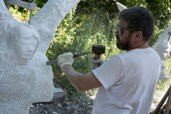 Skulptören på arbete Arkivfoton