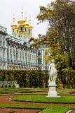 Skulptera Catherine Palace och parkera i Tsarskoye Selo Ryssland Arkivbild