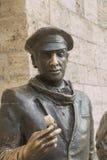 Skulptera den Ostap böjapparaten som rymmer biljetten i handen Pyatigorsk, Ru Arkivbilder