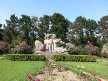 Skulptera i parkera Dendrarium, träd och blommor Arkivbilder