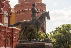 Skulptera marskalken Zhukov på hästrygg, i mitten av Moskva Royaltyfri Fotografi