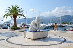 Skulptera nära elityachtklubban Porto Montenegro i populär semesterortstad av Tivat, Montenegro Fotografering för Bildbyråer