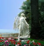 Skulptera Primavera (vår) på stranden i San Remo Royaltyfri Bild