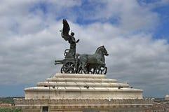 Skulptera upptill av minnesmärken av Victor Emmanuel II Fotografering för Bildbyråer
