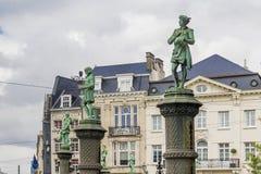 Skulpterar hantverkaren runt om parkera Sablon i Bryssel Arkivfoto