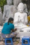 Skulptör i Myanmar Royaltyfri Fotografi