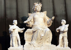 Skulptur auf dem Dach Stockfotos