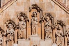 Skulptur auf der Fassade der Kirche von Jak im Stadt-Park von Budapest Stockfoto
