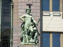 Skulptur auf der Fassade des Gebäudes Stockfoto