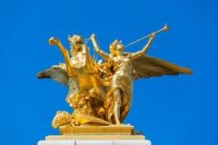 Skulptur auf der Säule auf der Brücke von Pont Alexandre III Stockbild