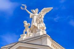 Skulptur auf die Oberseite des Zürich-Opernhauses Stockfoto