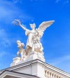Skulptur auf die Oberseite des Zürich-Opernhausgebäudes Lizenzfreie Stockbilder
