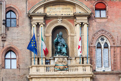 Skulptur auf Fassade von palazzo in der Bolognastadt Lizenzfreies Stockbild