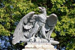 Skulptur av örnen Arkivfoto