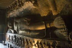 Skulptur av att ligga för Buddha Royaltyfri Foto
