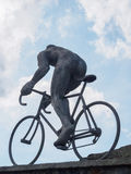 Skulptur av cyklisten på Sänka du Tourmalet, Pyrenees, Frankrike Arkivfoto