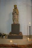 Skulptur av den jungfruliga Maryen i St Petri Church, Hamburg Royaltyfri Bild