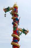 Skulptur av den kinesiska drakepelaren royaltyfri foto