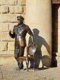 Skulptur av den Ostap böjapparaten på ingången till Proval i Pyatigorsk, Ryssland Royaltyfri Foto