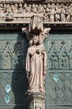Skulptur av den välsignade jungfruliga Maryen på domkyrkan av Strasbourg Arkivfoto
