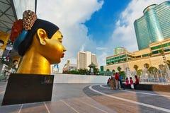 Skulptur av det indiska huvudet för kvinna` s Arkivbilder