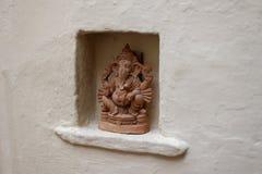 Skulptur av en hinduisk gud Arkivfoton