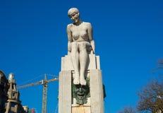 Skulptur av en le kvinna i Porto, Portugal Fotografering för Bildbyråer