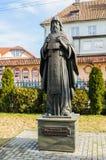 Skulptur av en St Gerasim Boldinsky Kaliningrad royaltyfria foton