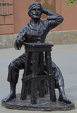 Skulptur av förlagen 'som lämnas-hander' på arbete i Chelyabinsk, Ryssland Fotografering för Bildbyråer