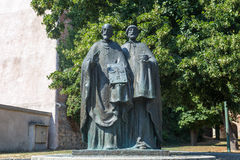 Skulptur av helgon Cyril och Methodius på påven John Paul II royaltyfri fotografi