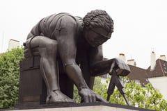 Skulptur av Isaac Newton i London Royaltyfria Bilder