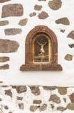 Skulptur av Jesus Christ i en nisch royaltyfri bild