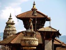 Skulptur av konungen Bhupatindra Malla Arkivbilder