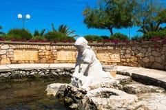 Skulptur av kvinnor i en stad Preko, Kroatien Royaltyfria Foton