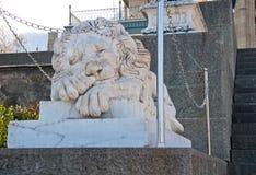 Skulptur av lejonet i den Vorontsov slotten i Alupka Arkivbild